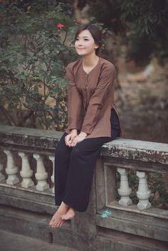 """(Dân trí) - Bộ ảnh do """"hot girl dân tộc"""" Thu Hương thực hiện để lưu giữ kỉ niệm về mảnh đất Hưng Yên - nơi cô sinh ra và lớn lên."""