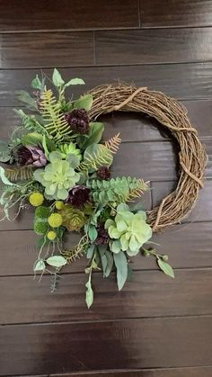 grabgestaltung allerheiligen Gorgeous greenery and succulents create a stunning welcome that never goes out of style. Suitable for a variety of home decor styles Wood Wreath, Frame Wreath, Diy Wreath, Flower Tower, Succulent Wreath, Faux Succulents, Summer Wreath, Wreaths For Front Door, Flower Pots