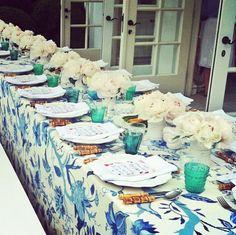 paastafel met blauw wit #easter #pasen | lees het inspirerende blog van The Sixtine op www.zook.nl/feest/feestdagen/pasen/happy-easter-vrolijke-paastafel