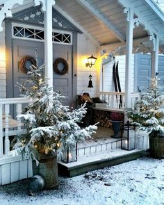 Do you love a tasteful white home exterior? Then these charming homes with white Christmas exterior decor may inspire.also sharing my trip to Arhaus. Christmas Garden, Nordic Christmas, Christmas Porch, Outdoor Christmas Decorations, Country Christmas, Winter Christmas, Holiday Decor, Find My Pictures, Winter Porch