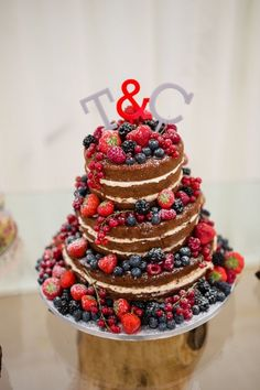 berry naked cake  | Berry and Cherry Wedding |  Matrimonio primaverile rosso e verde http://theproposalwedding.blogspot.it/ #spring #wedding #cherry #berry #strawberry #matrimonio #primavera #fragole #ciliegie