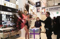 Tirage au sort à la fin des défilés pour gagner des soirées au Lido de Paris !!   Félicitation aux heureux gagnants !   #Lido #Cabaret #Show #SaintValentin #Marionnaud #Bluebell Cabaret, Lido De Paris, Love My Job, Paris France, Music, Design, Carnival, Suit, Moulin Rouge