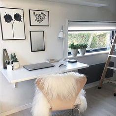 Smukt hjemmekontor med fine detaljer her hos søde @homeby3m ! Find lækre økologiske skind fra The Organic Sheep på shoppen