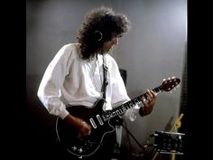 Brian May of Queen. Freddie Mercury, Queen Guitarist, Best Guitarist, Queen Brian May, Queen Ii, A Kind Of Magic, Queen Photos, Somebody To Love, John Deacon