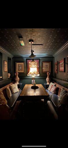 British Decor, British Pub, British English, Pub Interior, Interior Design, Whiskey Room, Home Pub, Booth Seating, Backyard Bar
