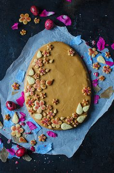 http://candycompany.pl/mazurek-z-pieczonymi-sliwkami-i-karmelizowana-czekolada/