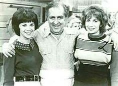 When life gets too crazy, I like to escape through TV Land to a simpler time. Laverne and Shirley Old Tv Shows, Movies And Tv Shows, Cindy Williams, Laverne & Shirley, Tv Couples, Young Actors, Grave Memorials, Classic Tv, Best Memories