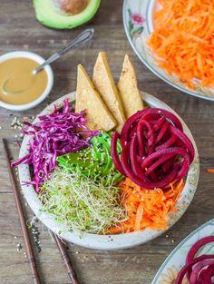 Dragon bowl (with tahini - maple - lemon - tamari - nutritional yeast sauce) Sauce Recipes, Vegan Recipes, Cooking Recipes, Halal Recipes, Dragon Bowl, Clean Eating, Healthy Eating, Healthy Snacks, Vegetarian