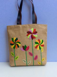 Bold flowers on jute colorful tote bagappliqué by Apopsis on Etsy Hessian Bags, Jute Tote Bags, Tote Bags Handmade, Diy Tote Bag, Summer Tote Bags, Beach Tote Bags, Diy Bags Purses, Embroidery Bags, Floral Bags