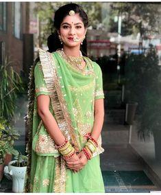 Best Rajasthani Poshak To Wear – Digital Manohar Indian Bridal Fashion, Indian Wedding Outfits, Indian Outfits, Rajasthani Bride, Rajasthani Dress, New Dress Design Indian, Indian Designer Wear, Royal Dresses, Indian Dresses