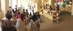 I volontari della Fondazione ABIO Italia Onlus utilizzano il gioco, la fantasia e tanti sorrisi per rendere gli ospedali dei luoghi a misura di bambino.