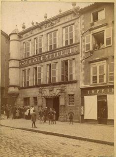La Maison Nivet, à l'angle de la rue des Combes et de la rue des Sorétas , vers 1880. Ce bel hotel particulier  situé la limite du quartier Viraclaud,  fut détruit en 1899 dans le cadre du plan d'assainissement de la municipalité. Il aurait inspiré Balzac et servi de décor à son roman « le Curé de village ».