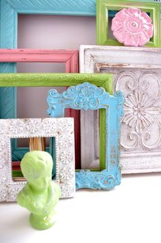 distressed vintage picture frames To be used as signs: gift table, dessert bar, etc Vintage Picture Frames, Picture On Wood, Vintage Frames, Chalk Paint Projects, Diy Projects, Painted Furniture, Diy Furniture, Distressed Frames, Annie Sloan Paints