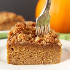 Pumpkin Coffee Cake This Paleo Pumpkin Coffee Cake is the perfect fall dessert. Healthy, easy, and so delicious!This Paleo Pumpkin Coffee Cake is the perfect fall dessert. Healthy, easy, and so delicious! Dessert Sans Gluten, Bon Dessert, Paleo Dessert, Gluten Free Desserts, Dessert Recipes, Dessert Table, Fall Desserts, Pumpkin Coffee Cakes, Paleo Coffee Cake