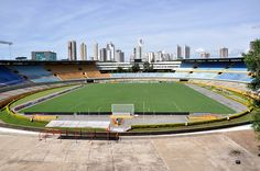 Estádio Serra Dourada - Goiânia (GO) - Capacidade: 42 mil - Clubes: Atlético, Goiás, Goiânia e Vila Nova