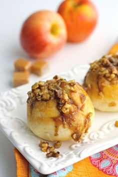That chill in the air makes it the perfect time to enjoy warm, seasonal treats like these Caramel-Apple Sticky Biscuits!