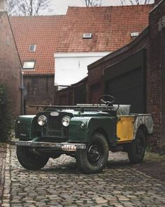 Land Rover (Series & Defenders) and more stuff I like. Landrover Defender, Defender 110, Land Rovers, Land Rover Serie 1, Automobile, Land Rover Models, Beach Buggy, Off Road Adventure, Vintage Trucks