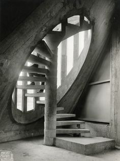 Breath taking spiral stair well - formed concrete - Guillaume Gillet, 1954-1969. Église Notre-Dame, Royan