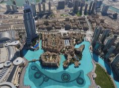 The view from the highest building in the world - Dubai's Burj Khalifa. Read more: http://www.imperatortravel.ro/2014/12/acolo-unde-mallurile-sunt-obiective-turistice.html