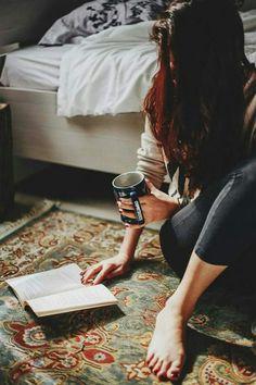 Girl Reading - Fushion News Stylish Girls Photos, Stylish Girl Pic, Portrait Photography Poses, Book Photography, Girl Photo Poses, Girl Photos, Woman Reading, Coffee And Books, Book Aesthetic