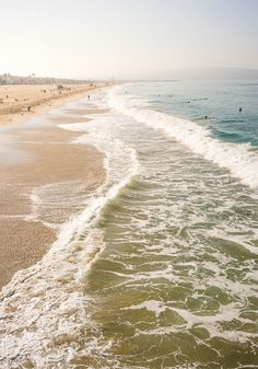 In need of a little R&R? You would be hard-pressed to feel stressed out on a shore this serene. Plan yourself a much-needed getaway this fall and add the South Bay shore of Los Angeles, California to your must-see list this season.