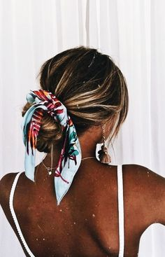 Pin By Eden Graves On Hair Hair Styles Scarf Hairstyles Long - messy hairstyles with bandana messy hairstyles men Easy Hairstyles For Medium Hair, Medium Hair Styles, Curly Hair Styles, Cool Hairstyles, Beach Hairstyles For Long Hair, Winter Hairstyles, Hair Scarf Styles, Easy Summer Hairstyles, Hairstyles Videos