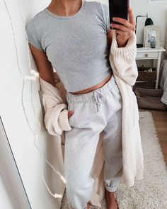 - 10 Pijamas femeninas que tú misma puedes armar – the latest lounge outfit , outfit , outfit lazy days , lounge wear Cute Lazy Outfits, Chill Outfits, Mode Outfits, Trendy Outfits, Fashion Outfits, Cute Lounge Outfits, Sporty Fashion, Ski Fashion, Sporty Chic