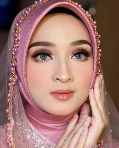 Kebaya Wedding, Muslimah Wedding Dress, Muslim Wedding Dresses, Wedding Makeup Looks, Wedding Beauty, Prewedding Hijab, Weeding Makeup, Wedding Hijab Styles, Indonesian Wedding