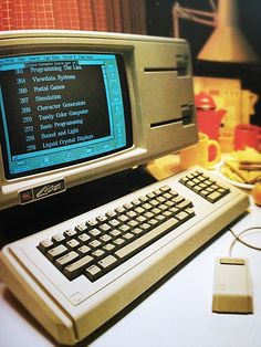 This apple computer was Lisa the first computer with graphical user interface and it incorporated with a mouse and separate keyboard Wearable Technology, Computer Technology, Computer Science, Energy Technology, Technology Gadgets, Alter Computer, Computer Books, Gaming Computer, Computer Music