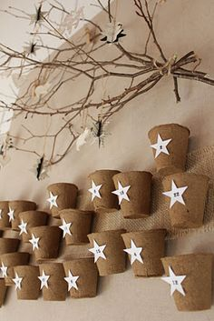 Paula's Haus: Umweltfreundliche Dekoidee ... naturalistic advent calendar made of twigs and peat planting cups