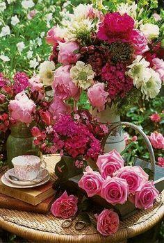 Rosas , aroma y color Amazing Flowers, Beautiful Roses, My Flower, Beautiful Flowers, Beautiful Flower Arrangements, Floral Arrangements, Pink Roses, Pink Flowers, Happy Birthday Flower
