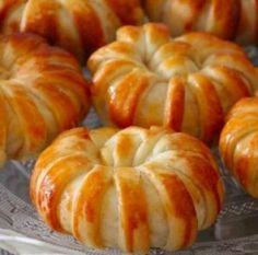Yeni haftaya efsane poğaça tarifi ile merhaba demek isterseniz sizin için hem… – Tatlı tarifleri – Las recetas más prácticas y fáciles Turkish Recipes, Indian Food Recipes, Pizza Pastry, Baking Recipes, Dessert Recipes, Tea Time Snacks, Food Platters, Football Food, Healthy Chicken Recipes