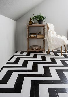 Tutorial how to paint chevron floor, inspired by twin peaks | Dos Family