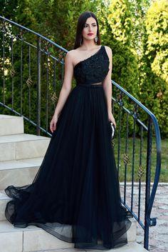 Rochie Ana Radu Heartbreaking Black. Unele rochii iti taie respiratia, atat sunt de frumoase! Fii si tu una dintre divele evenimentelor…