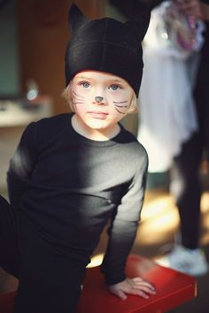 Simple ideas for homemade halloween costumes for kids. Boys Cat Costume, Costume Chat, Kids Costumes Boys, Halloween Costumes For Kids, Mardi Gras Costumes, Up Costumes, Lego Costume, Homemade Cat Costume, Black Cat Costumes
