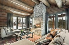 Why You Should Consider Buying a Log Cabin - Rustic Design How To Build A Log Cabin, Luxury Modern Homes, Log Cabin Homes, Log Cabins, Cabin In The Woods, Cozy Cabin, Cottage Interiors, Modern Kitchen Design, Living Room Inspiration