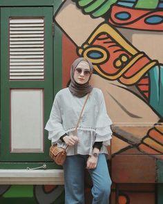 Stylish Hijab, Casual Hijab Outfit, Ootd Hijab, Hijab Chic, Casual Outfits, Modern Hijab Fashion, Blackpink Fashion, Muslim Fashion, Ootd Poses