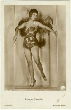 """Louise Brooks in a publicity shot for """"The Canary Murder Case"""" This is a studio portrait (not a frame from the film) published as a Ross postcard. Silent Film Stars, Movie Stars, Vintage Hollywood, In Hollywood, Hollywood Scenes, 1920s Photos, Louise Brooks, Cinema, Lost Girl"""