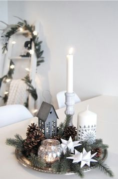 99 ideas for Scandinavian Christmas decorations - Simple Christmas decor on a silver tray. A nice way to group smaller decoration … - Christmas Tree Wreath, Noel Christmas, Simple Christmas, Winter Christmas, All Things Christmas, Homemade Christmas, Christmas Design, Christmas Vignette, Christmas Countdown