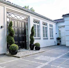 Bruges, Classic House, Villa, Doors, Interior, Outdoor Decor, Inspiration, Feels, Instagram