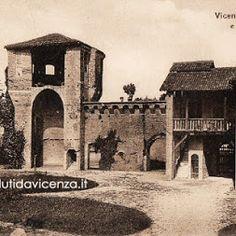 Vicenza medievale:  Quel che rimane lungo Viale D'Alviano. In questa bella cartolina d'epoca è visibile l'edificio sulla destra che verrà abbattuto durante i bombardamenti della seconda guerra mondiale. Il torrione rimarrà in piedi e ancora visibile da Porta Santa Croce.