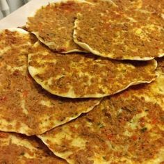 Turkse pizza net als uit de winkel - Apocalypse Now And Then Dutch Recipes, Turkish Recipes, Pizza Wraps, Snack Recipes, Cooking Recipes, Good Food, Yummy Food, Happy Kitchen, Food Crush