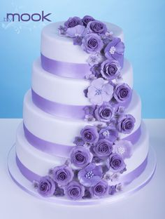 Wedding Cakes with Purple Flowers   Purple flowers