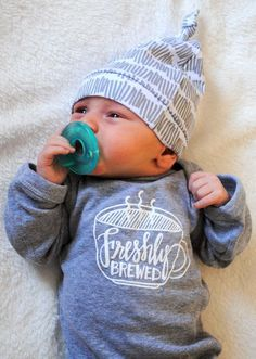Calling all coffee lovers! I dont know any parent who doesnt fall in love with their daily cup(s) of coffee, along with their newborn!  This LONG SLEEVED cotton onesie is adorable and comfortable. It makes the perfect baby shower or new parent gift. It would also be perfect as a pregnancy announcement!  Hand-drawn and screen printed.  Orders take up to 3 business weeks to ship out, depending on the availability of onesies. If you need it quicker, please contact me.   *If you need a size…