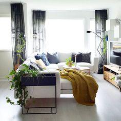 Have a great evening♡ #livingroom #thursdayinspoo @miennasverden #couch #design #interior4all #nordichomeinspo #nordichome #interiors #interior123 #interiørmagasinet @interior_magasinet#skandinaviskehjem #interior_september #whiteinterior #hltips #mynordicroom #nordikspace #interior_delux #interior #interiør #nordiskrom #camillaathena #nordiskehjem #mittnordiskehjem #interiordecorating #boligmagasinet #nordichomeinspo #interiorinspo #interiordesign