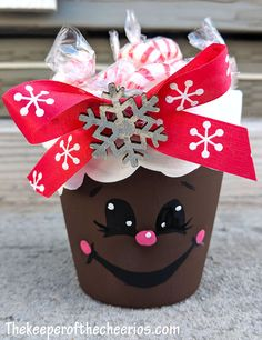 Vasetti di Natale Mini Clay Pot - Hobbies paining body for kids and adult Christmas Candy Crafts, Christmas Clay, Christmas Flowers, Homemade Christmas Gifts, Christmas Treats, Holiday Gifts, Christmas Decor, Xmas, Flower Pot Crafts