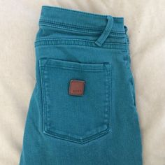 Roxy skinny jeans Aqua color Super skinny jeans Aqua colored not very bright goes with a lot of things. Size 1/25 barely worn Roxy Jeans