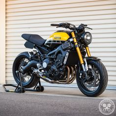 This excellent cafe racer triumph is an obviously inspirational and top-notch idea Yamaha Cafe Racer, Motos Yamaha, Bajaj Motos, Yamaha Motorcycles, Cafe Racer Build, Moto Bike, Cafe Racer Motorcycle, Vintage Motorcycles, Custom Motorcycles