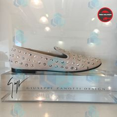 Vicini Горячие скидки #шоппингиталия #совместныезакупки #shoppingitaly #forwardingitaly #посредниквиталии #риминишоппинг #posrednikvitaly #salesitaly #saleinitaly #smartforwardingitaly #smartitalyrimini #smartassistanceshoppingitaly #smartvicini Giuseppe Zanotti Design, Front Row, Cleats, Louis Vuitton, Sneakers, Shoes, Instagram, Fashion, Cleats Shoes