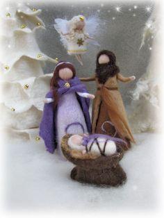 """Handgefertigtes Unikat aus hochwertiger Merinowolle in zauberhafter Farbkombination!  *""""Heilige Familie""""*  Dieses Set besteht aus Maria, Josef, dem Jesukind und er Krippe (Bäume und Engel nicht..."""